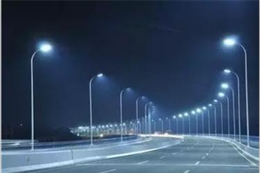 智慧路灯节省电力资源提升公共照明管理水平